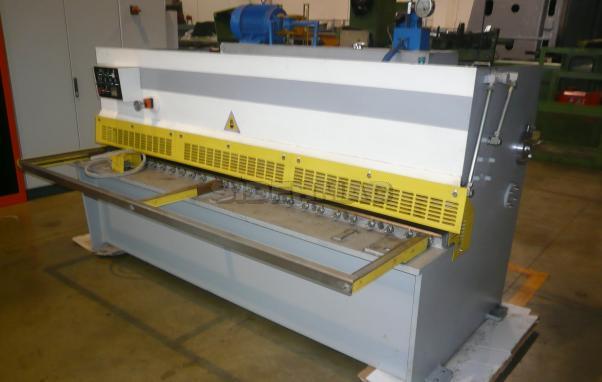 Used oleodynamic shear 2500x4mm